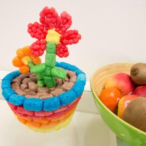 Blumentopf mit Frühlingsblumen aus PlayMais® basteln