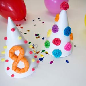 Partyhüte mit PlayMais® verzieren