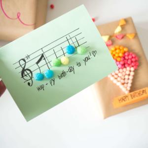 Geburtstagskarte mit PlayMais® selber machen