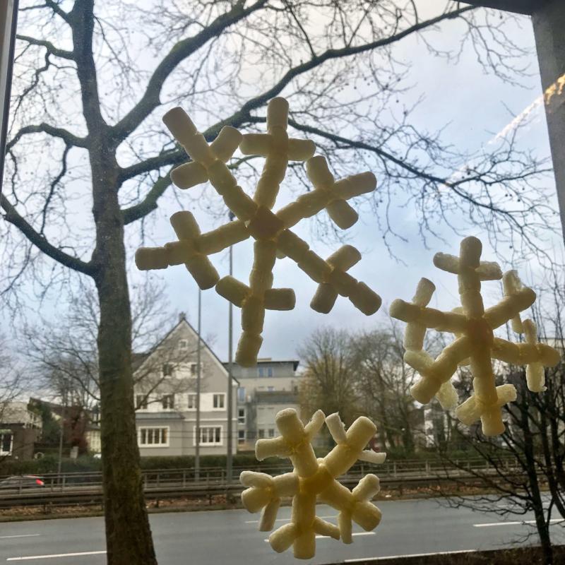 Schneeflocken basteln mit PlayMais®